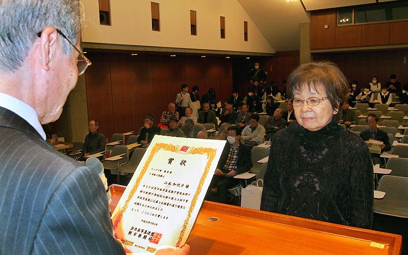 特別企画のモノクロ賞1位を受賞の山本加代子さん